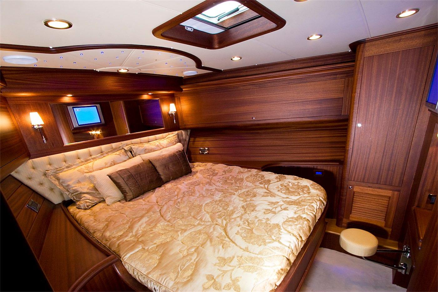 1-SportFish-V57-Interior