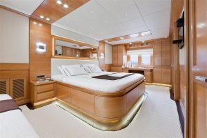 10-Cruiser-V82-Interior-300x200