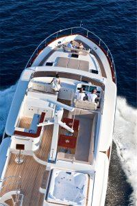 11-Cruiser-V82-Exterior-200x300
