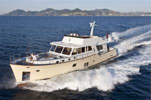 2-Cruiser-V82-Exterior-300x200