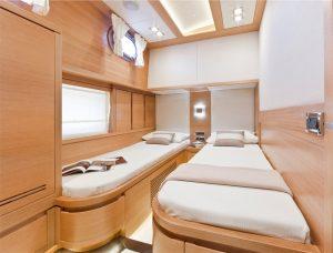 5-Cruiser-V82-Interior-300x228