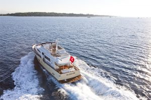 6-Cruiser-V82-Exterior-300x200