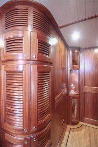 Classic-V71-Interior_9-200x300