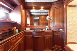Cruiser_V97_interior_10-300x200