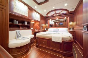 Cruiser_V97_interior_2-300x200